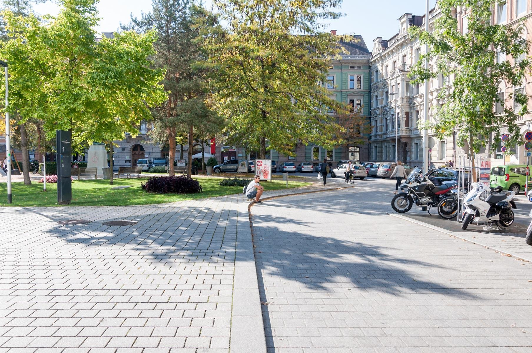 Innsbruck - Adolf-Pichler-Platz2