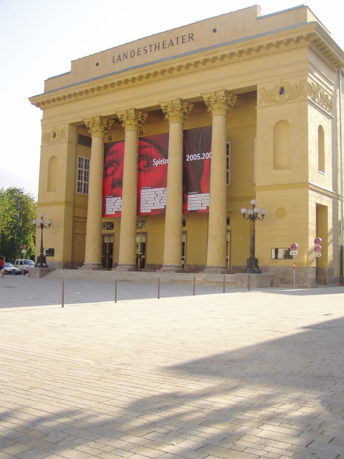 Innsbruck - Rennweg-Landestheater1