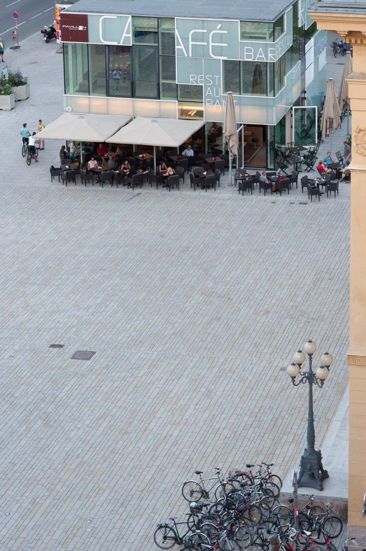 Innsbruck - Rennweg-Landestheater5