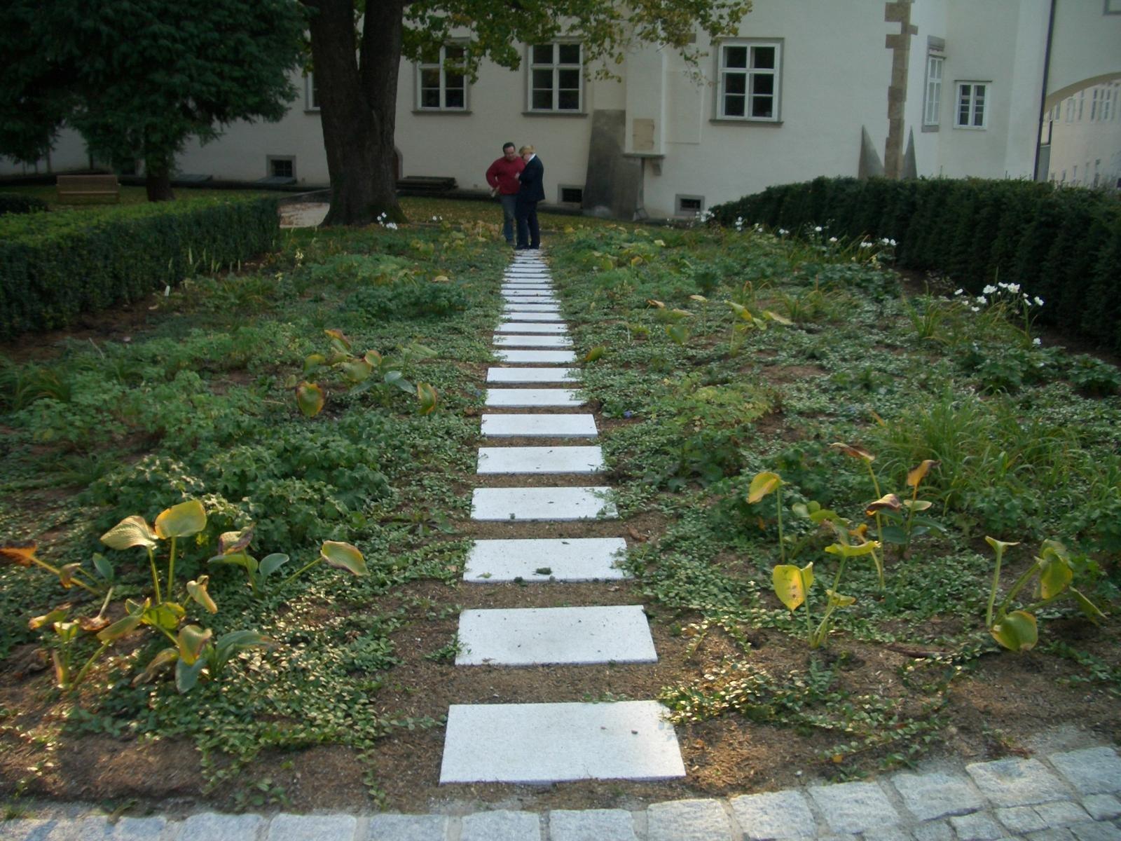 Neuhauser Gartenwegplatten2