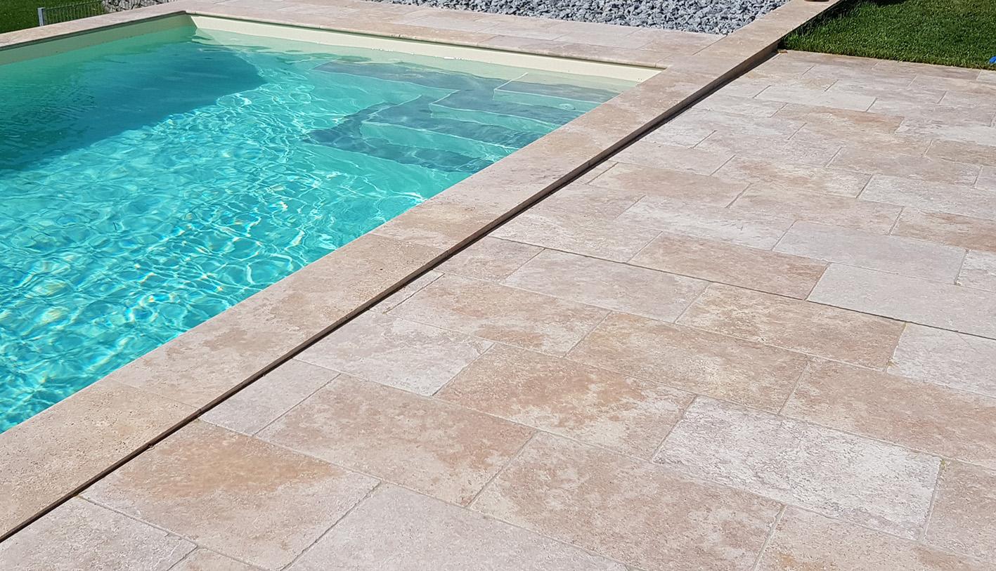 Travertin Mediterana Bodenplatten + Beige Poolumrandung2