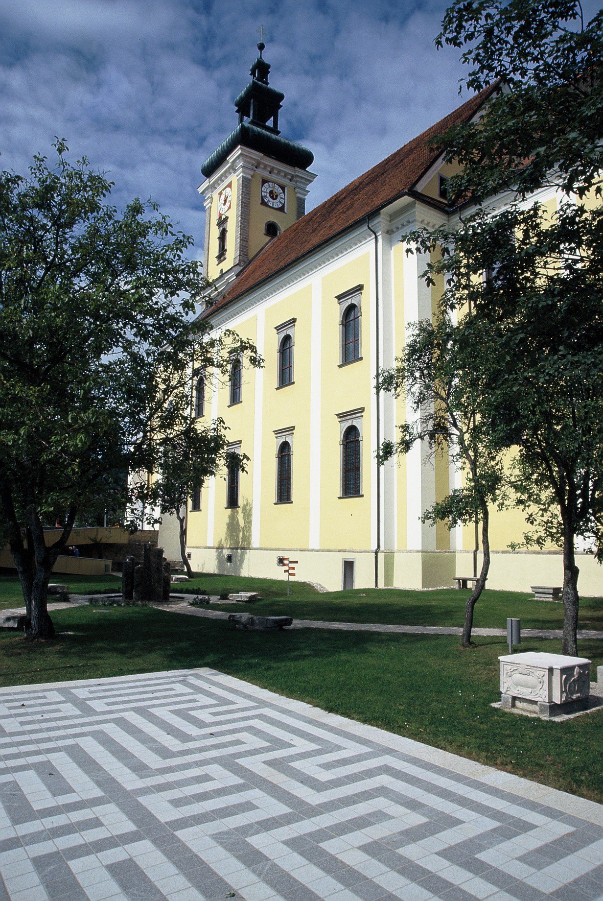 Waldhausen Kirchenplatz2