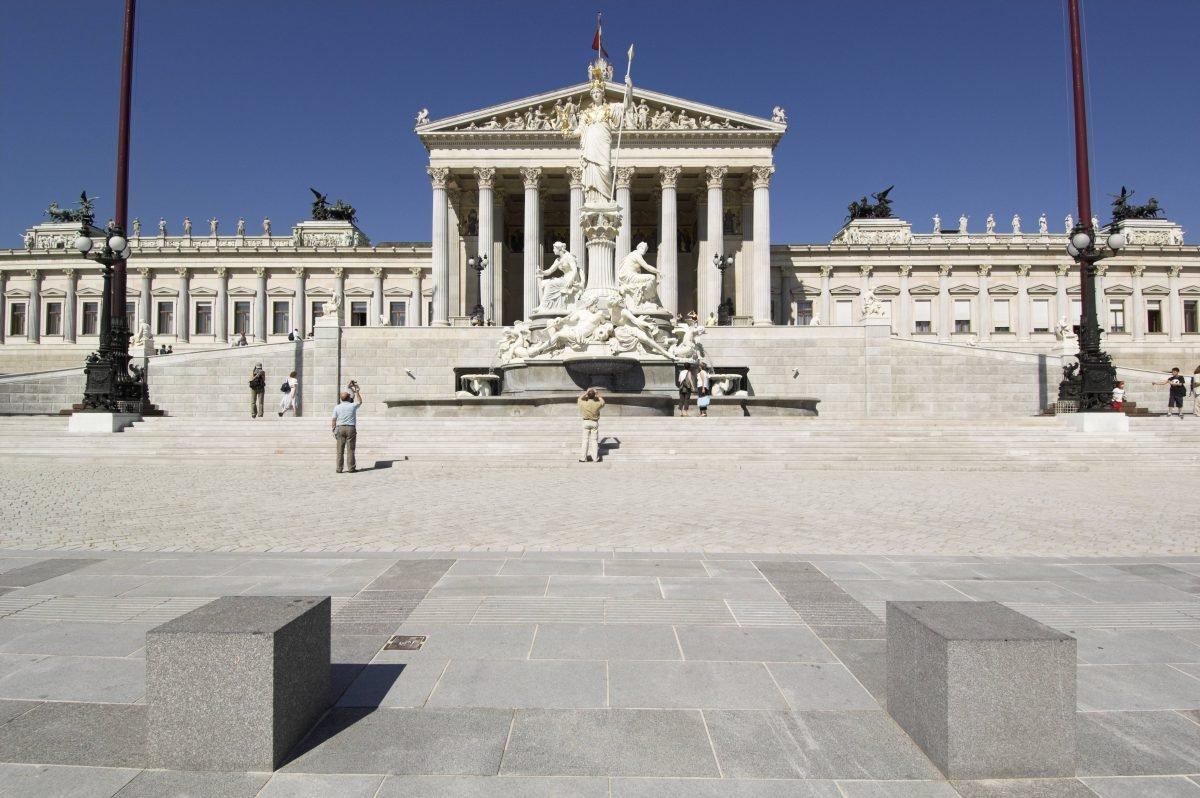 Wien-Parlament2