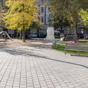 Innsbruck - Adolf-Pichler-Platz3