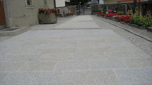 Naarn - Kirchenvorplatz3