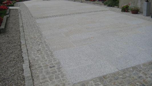 Naarn - Kirchenvorplatz4