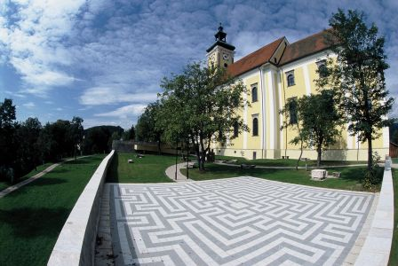 Waldhausen Kirchenplatz1